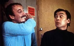 El inspertor Clouseau (Peter Sellers) y Cato (Burt Kwouk) durante una escena de 'La pantera rosa'