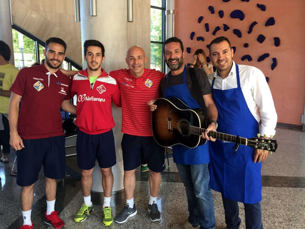 Jaume Anglada con representantes del Palma Futsal.