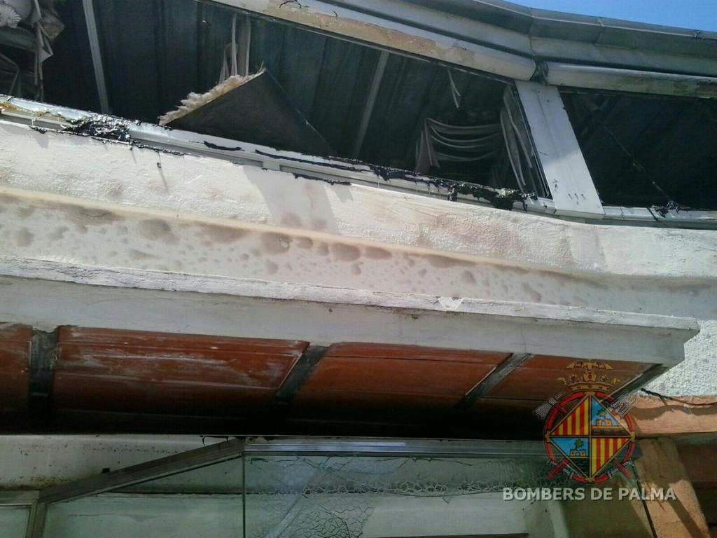Incendio de un autobús de la EMT en Illetes