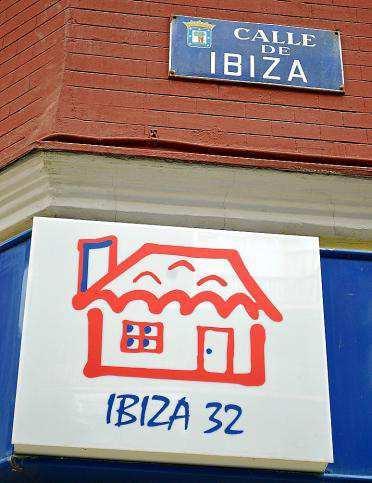 Un Paseo Por La Calle Ibiza De La Ciudad De Madrid
