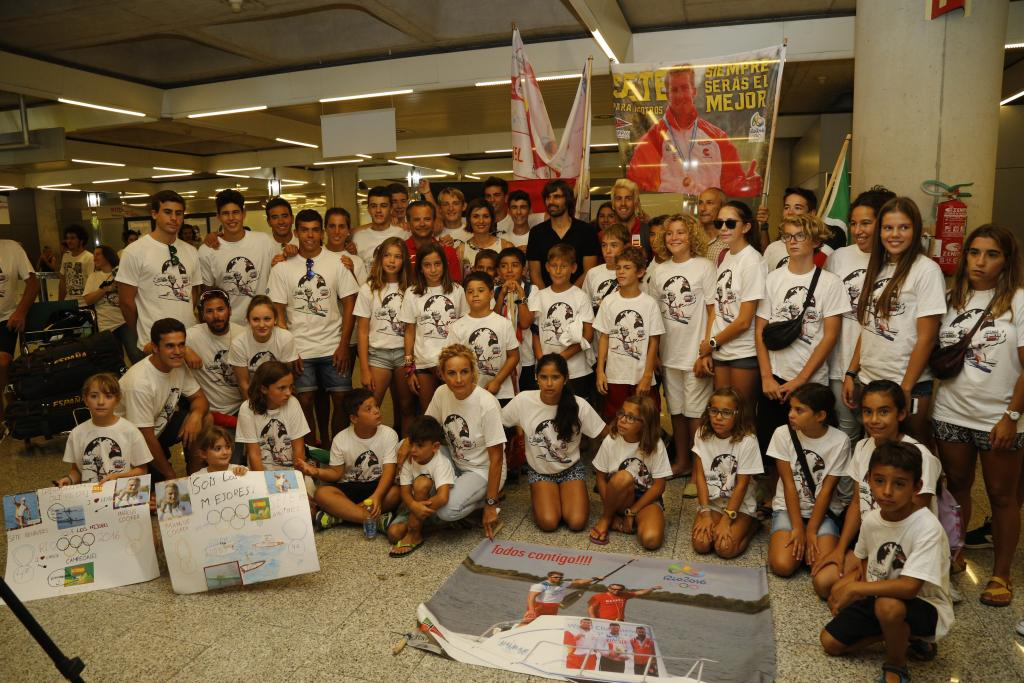 Sete Benavides ha sido recibido por un numeroso grupo de familiares y amigos