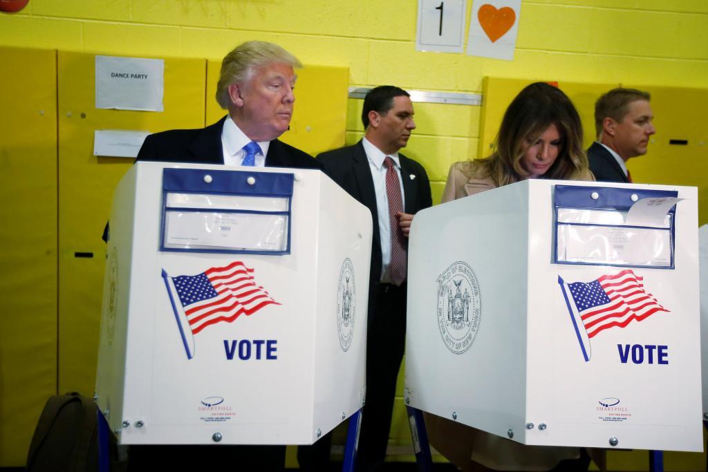 Donald Trump y su esposa votan en Manhattan
