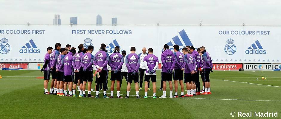Minuto de silencio de la plantilla del Real Madrid