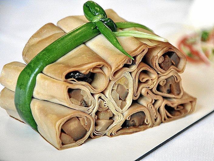 Comida típica china (rollitos de verdura)