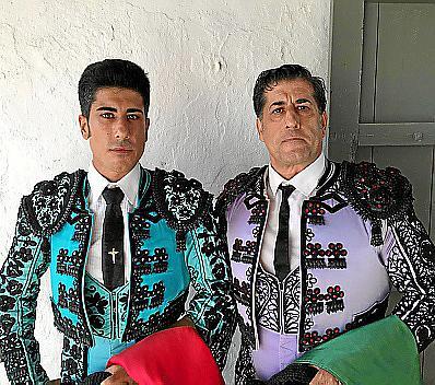 Alfonso junto a su padre.