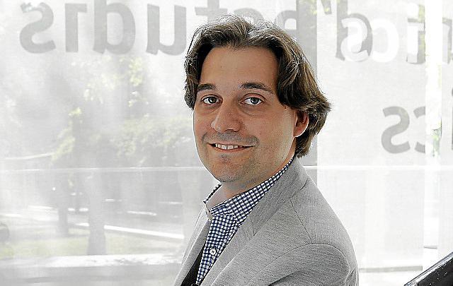 PABLO MIELGO , DIRECTOR TITULAR DE LA ORQUESTRA SIMFONICA DE BALEARES.