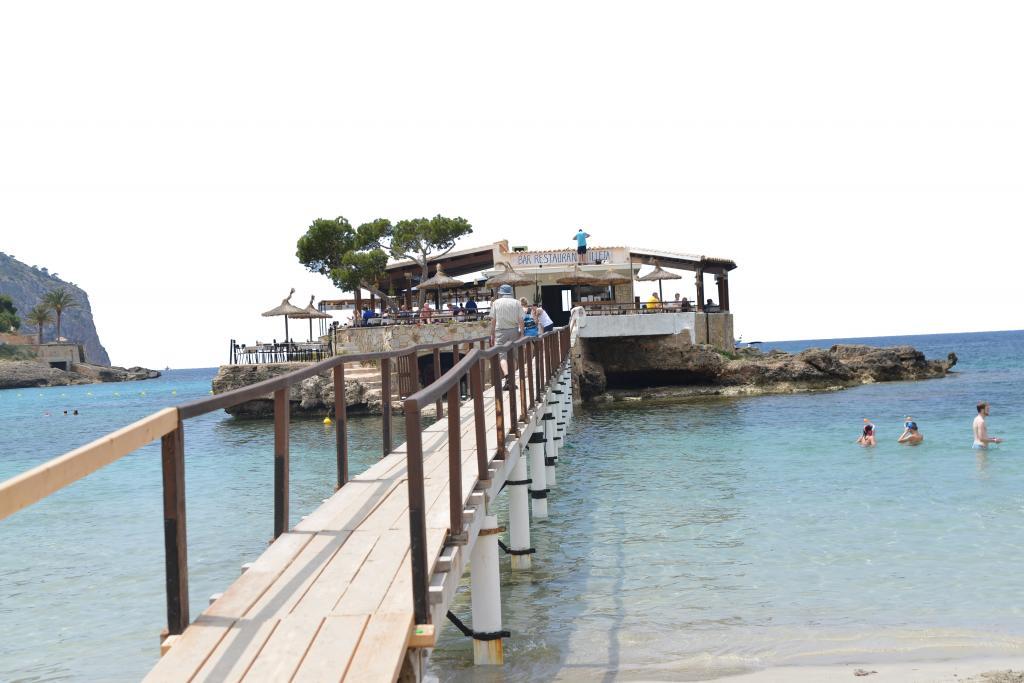 Responsables de los bares de playa y usuarios reivindican el papel de estos establecimientos