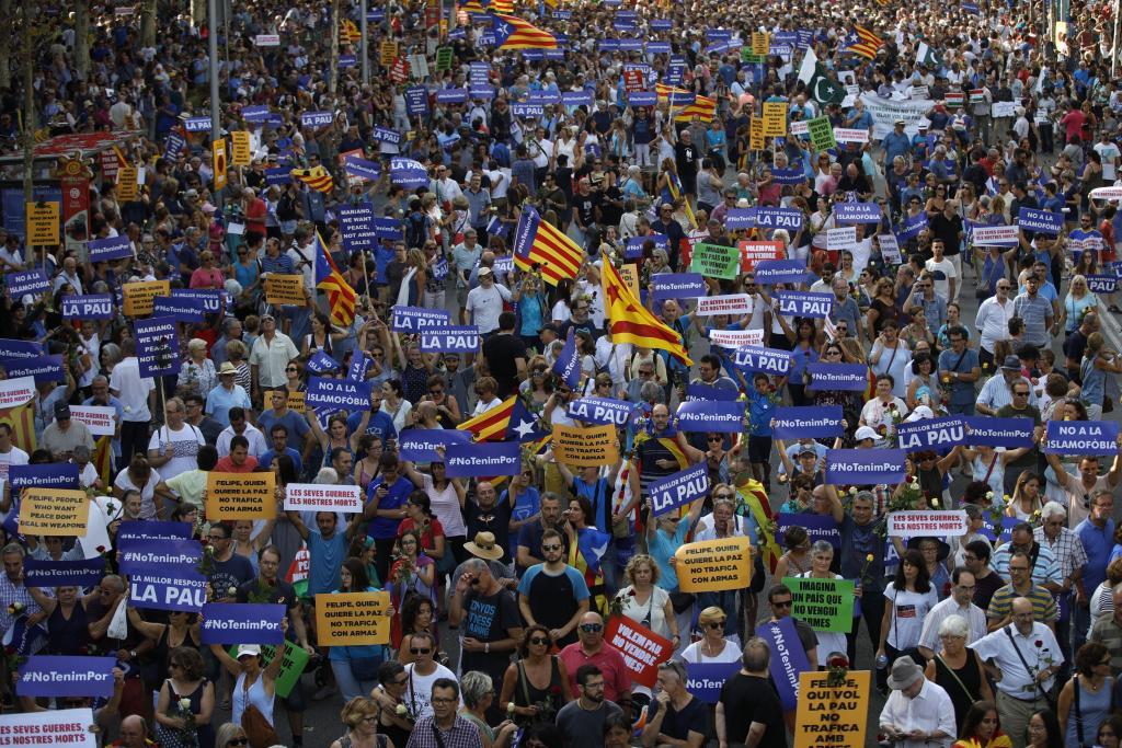 MANIFESTACIÓN CONTRA EL TERRORISMO RECORRE LAS CALLES DE BARCELONA