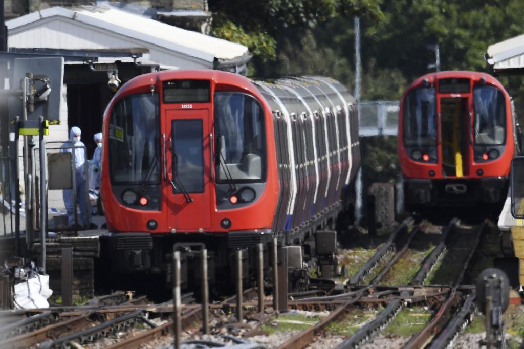 Pasajeros del Metro de Londres sufren quemaduras por una explosión
