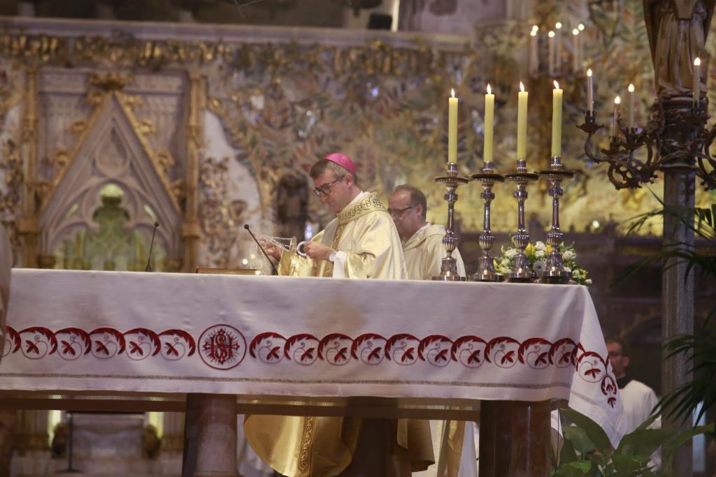 Palma local misa obispo Barcelona fotos teresa ayuga