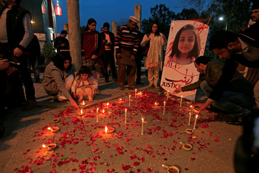 Members of Civil Society light candles and earthen lamps to condemn the rape and murder of 7-year-old girl Zainab Ansari in Kasu