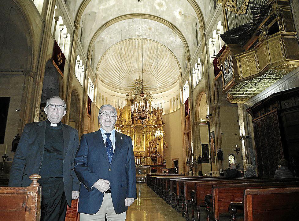 Bernat Oliver, párroco de Sant Nicolau, y el ingeniero José Pascual Tortella.