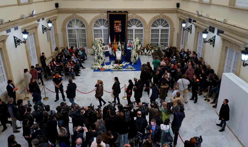 Miles de personas acompañan a familia de Gabriel en la capilla ardiente del niño