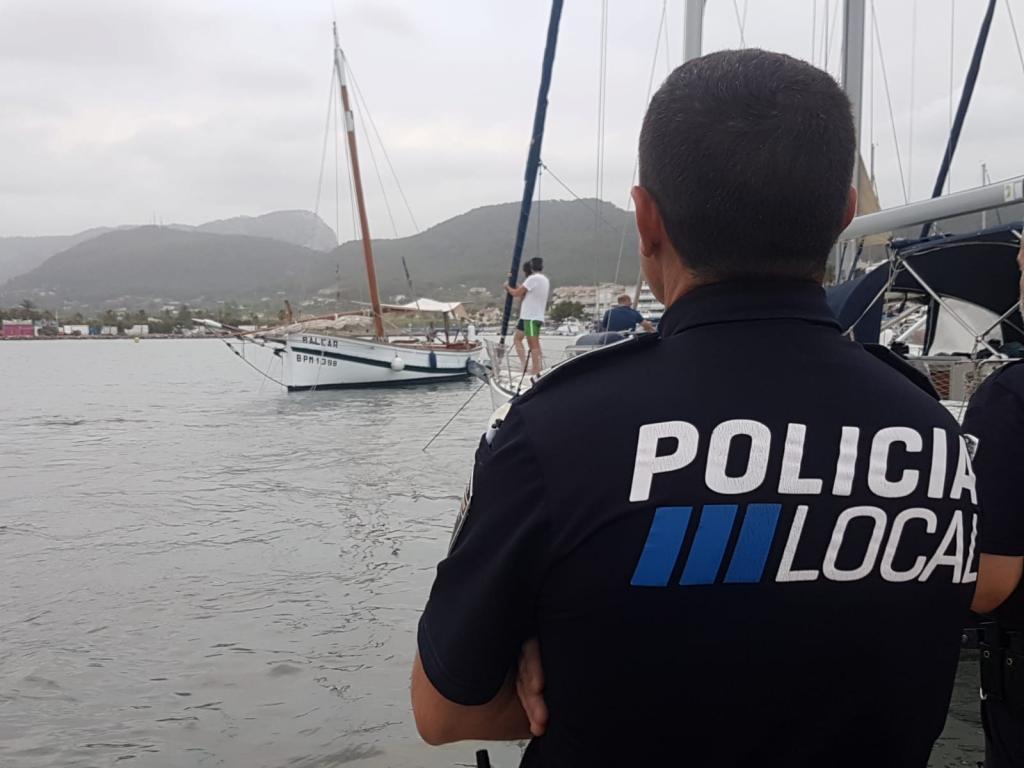 Una fuerte 'rissaga' deja a La Balear a la deriva en Andratx