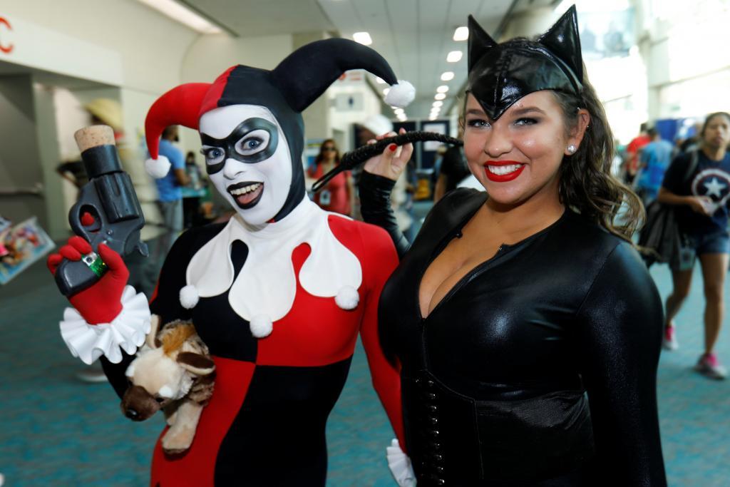 Leotardos, botas y máscaras brillan en la inauguración de Comic-Con en San Diego
