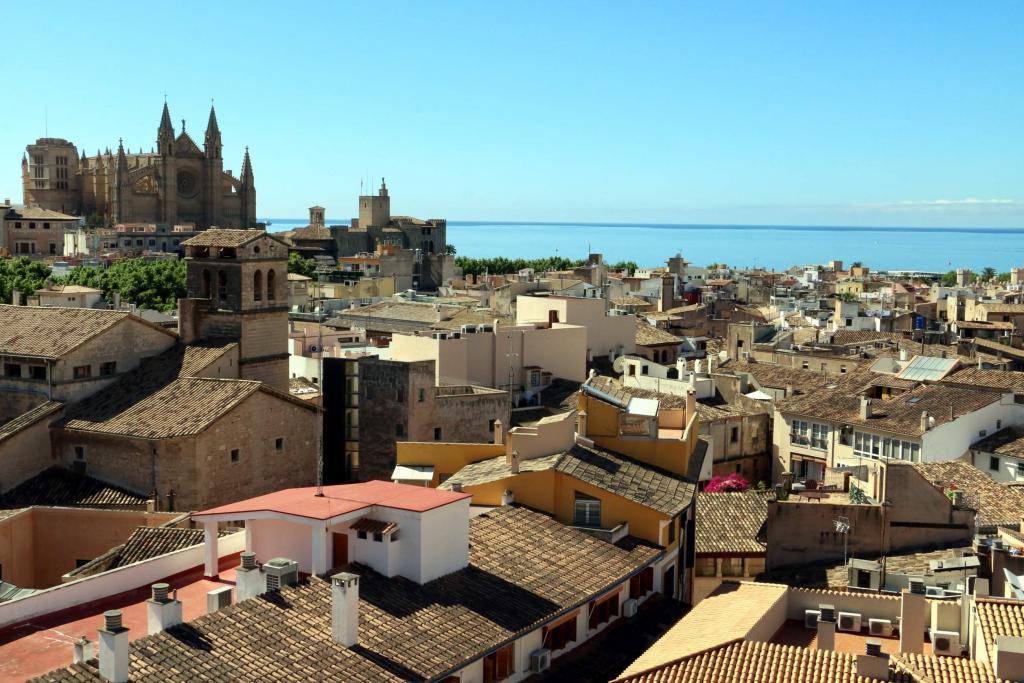 Palma la ciudad balear preferida por los espa oles para sus vacaciones seg n un buscador - Buscador de hoteles y apartamentos ...