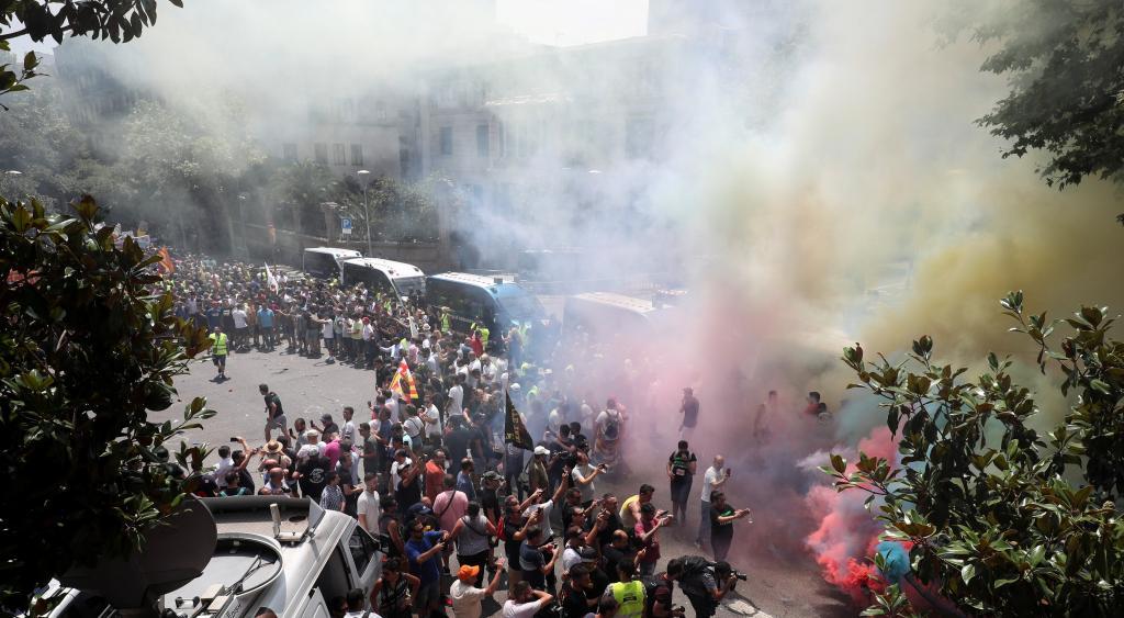 Cabify y Uber sin actividad por las agresiones de taxistas — Barcelona