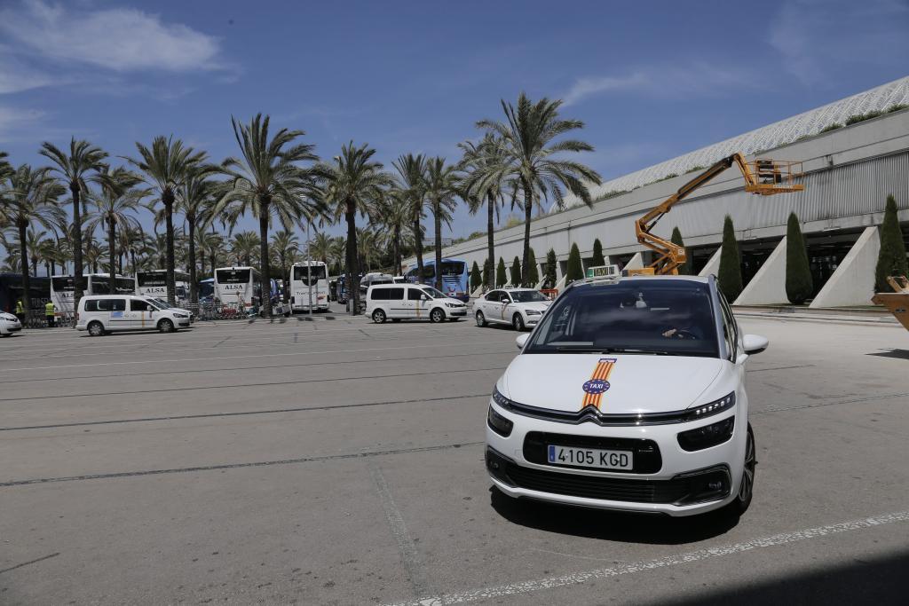 Mallorca afronta este martes un paro patronal del taxi en contra de Uber y Cabify