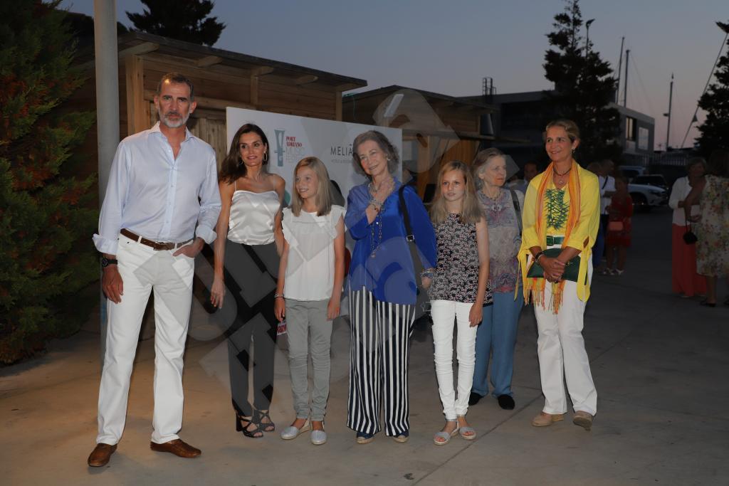La Familia Real, junto a la reina Sofía, Irene de Grecia y la infanta Elena