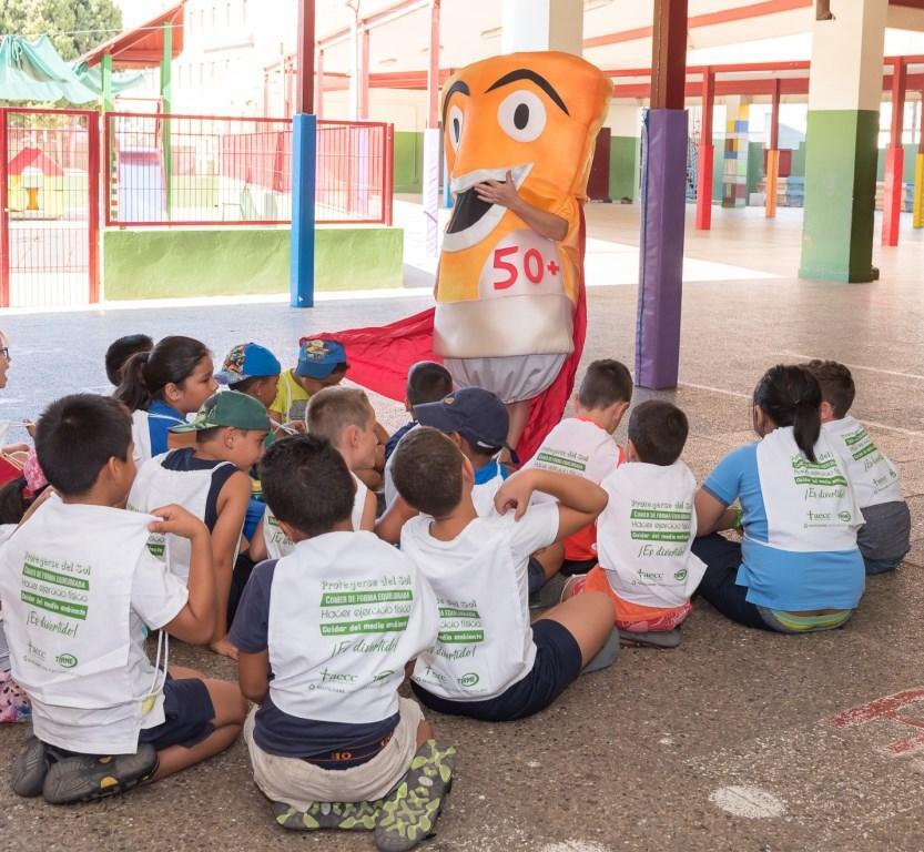 La AECC y TIRME ofrecen a las escuelas de verano los hábitos de vida saludable