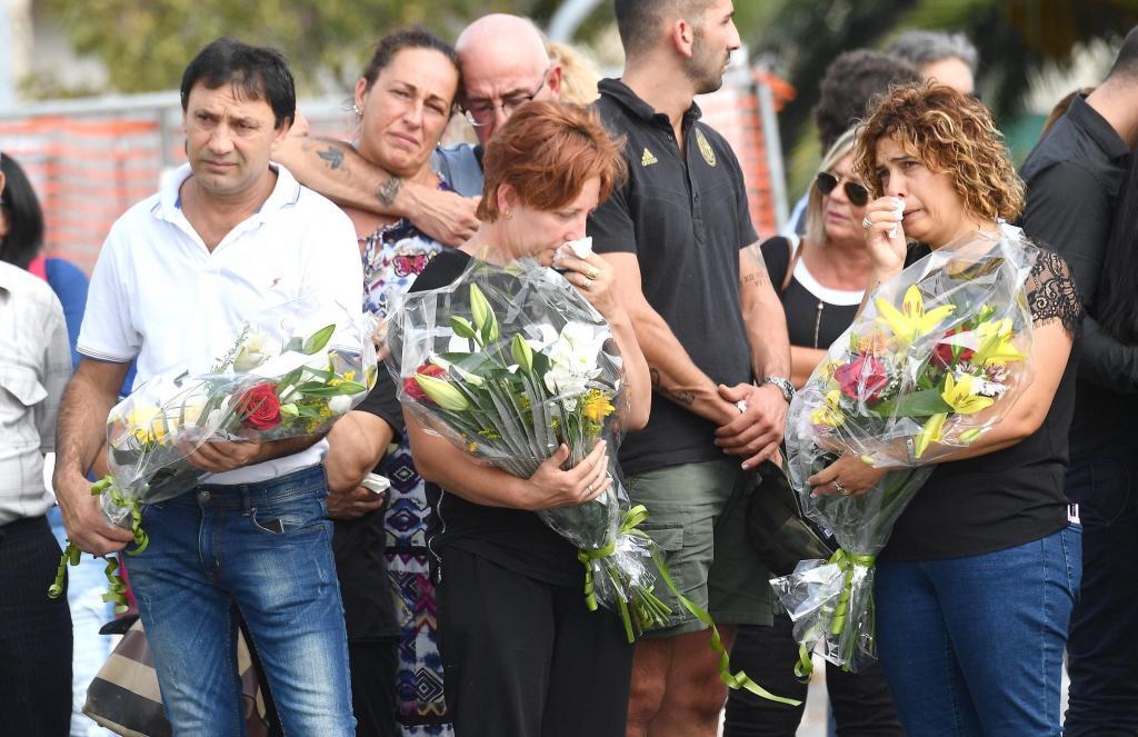 Génova guarda un minuto de silencio por víctimas del puente un mes después