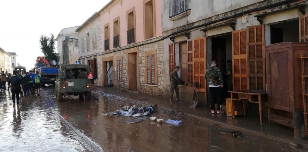 Militares trabajando en las inundaciones de Sant Llorenç