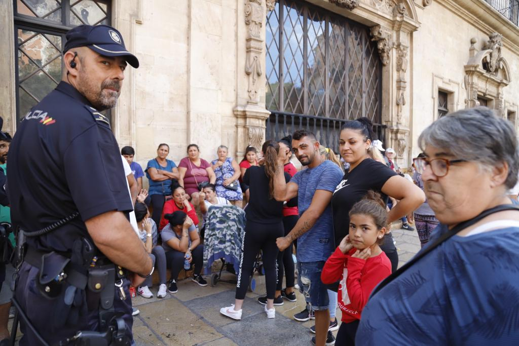 Vecinos de Son Banya en el Ajuntament de Palma