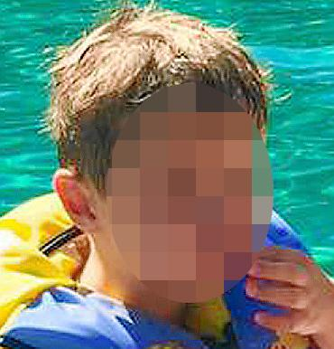 Sucesos. Artur, el niño desaparecido, a la izquierda.jpg