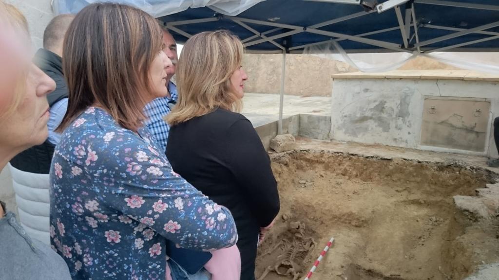 Restos de la primera mujer hallada en la fosa común de Calvià