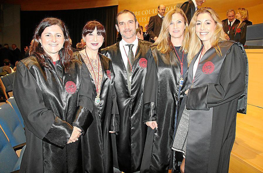 Entrega de insignias de oro en el Colegio de Abogados