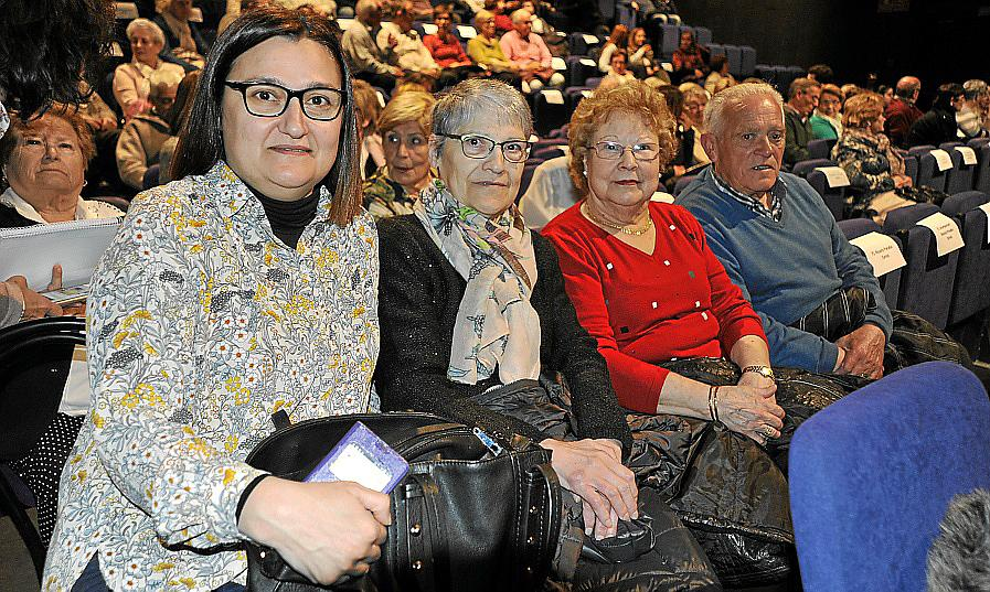 Estreno del documental 'Repuntadores, treballadores invisibles' en el Teatre de Lloseta