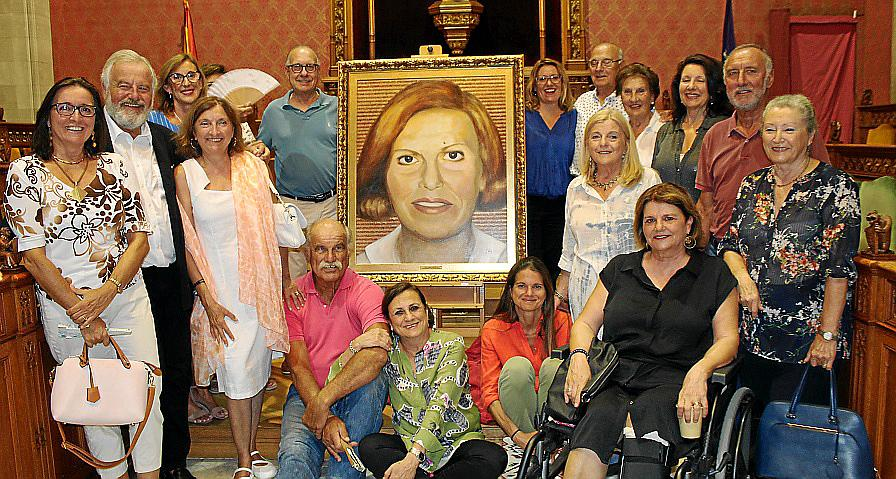 El Consell presenta el retrato de Caty Juan, Filla Predilecta de Mallorca
