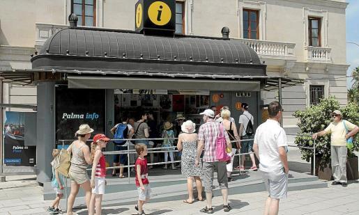 Cort adjudica las oficinas de turismo a la empresa del bus for Oficina turismo mallorca