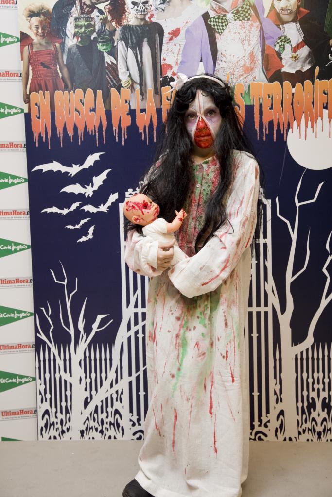 foto de Los ganadores del concurso de disfraces terroríficos Celebra Halloween con un concurso de