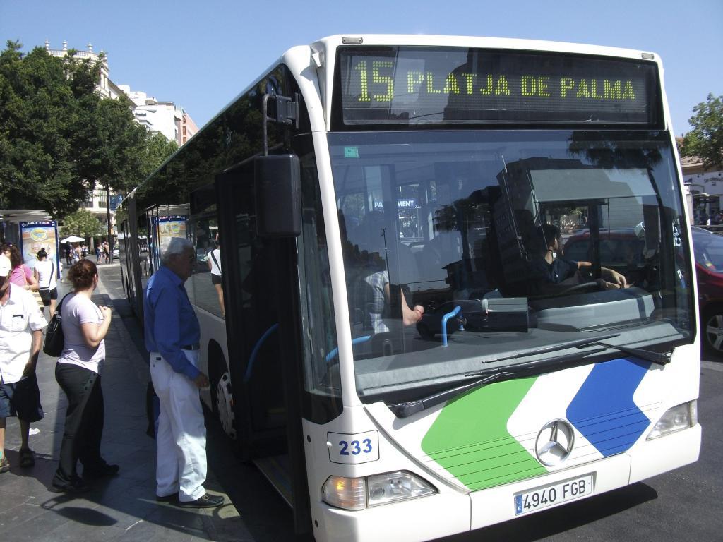 La emt instalar mamparas de seguridad en 30 autobuses - Transportes palma de mallorca ...