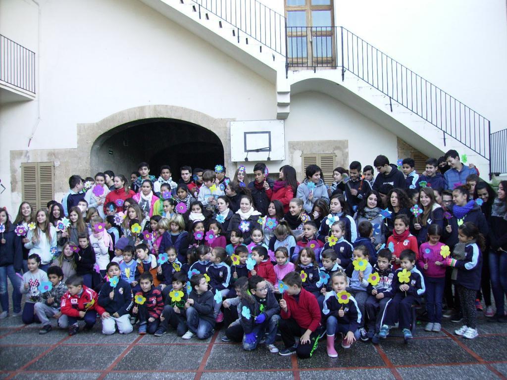 La campaña 'Por cada mina una flor' visita el Colegio de Sant ... - Última hora