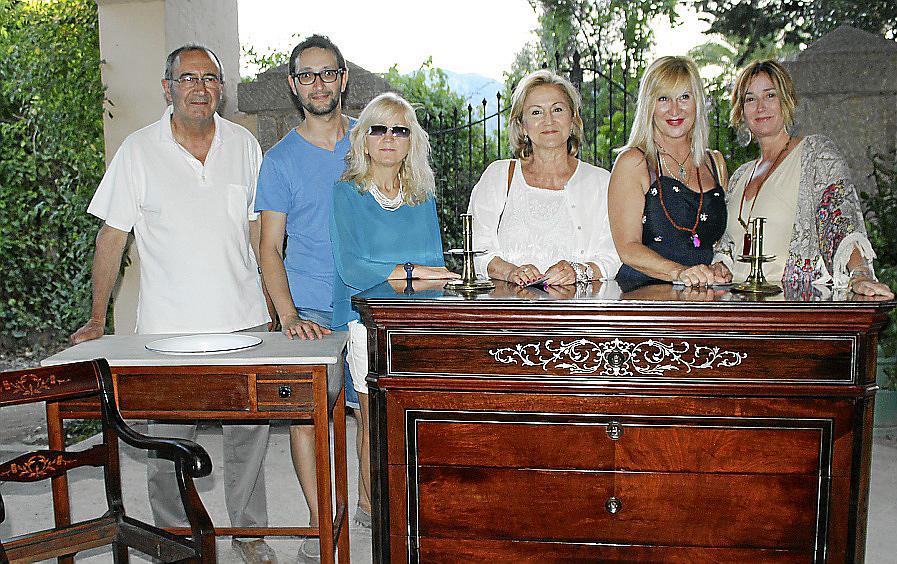 Feria de antig edades en ses rotes quiosco rosa vips - Muebles antiguos mallorca ...