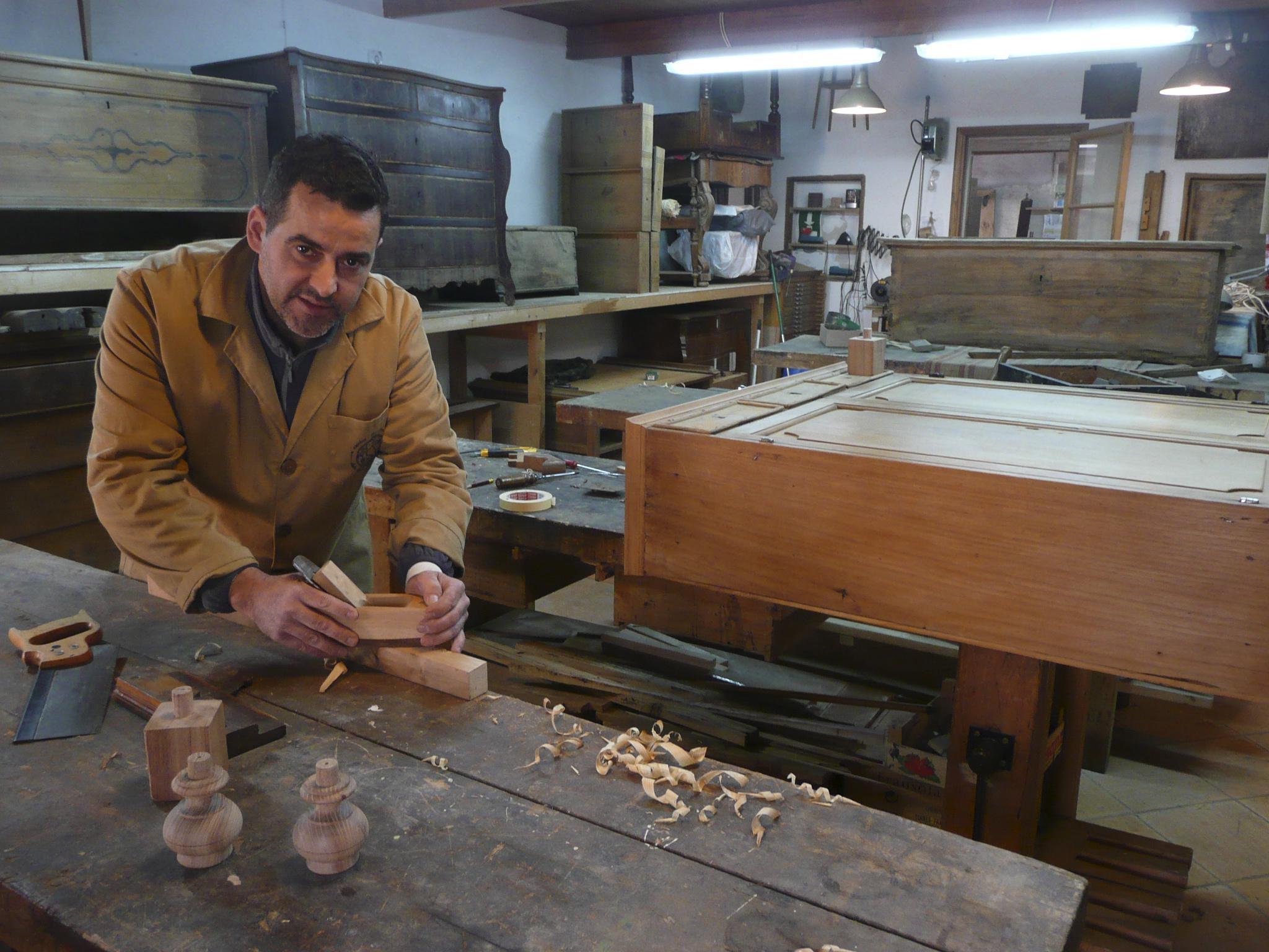 Para Restaurar Un Mueble Hay Que Pensar Como El Artesano Que Lo  # Muebles Historicos