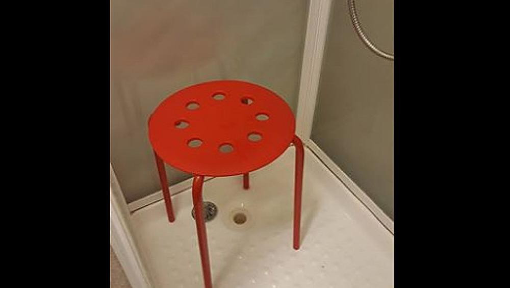 Ikea responde a un cliente que se le quedó atrapado un testículo en ...