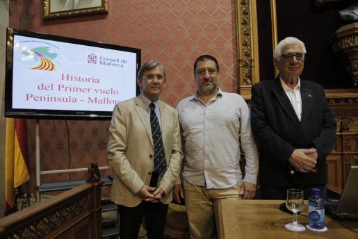 Luis Utrilla, Jesús Jurado y Miquel Buades durante la conferencia.