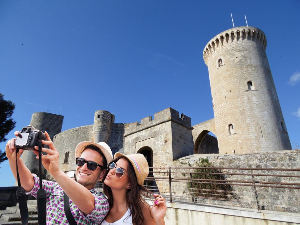 Resultado de imagen para pareja turistas