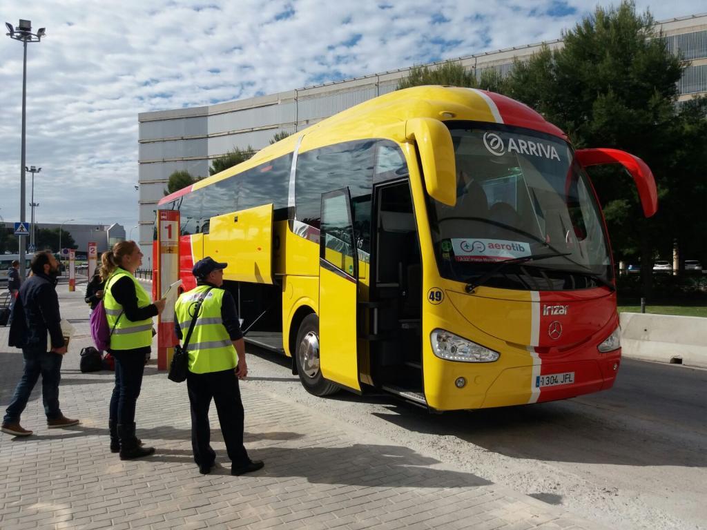 El bus tur stico del aeropuerto echa a andar local - Transportes palma de mallorca ...