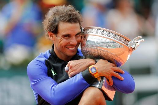 El español Rafael Nadal celebra su victoria en Roland Garros.