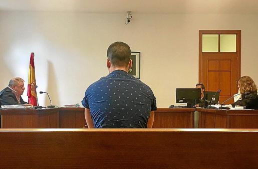 El guardia civil procesado en el juicio en Palma.