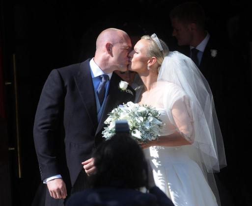 Britain's Zara Philips, the eldest granddaughter of Queen Elizabeth, kisses her husband rugby captain Mike Tindall, after their marriage at Canongate Kirk in Edinburgh, Scotland July 30, 2011. REUTERS/David McNie/Pool (BRITAIN - Tags: ENTERTAINMENT SOCIETY ROYALS SPORT IMAGES OF THE DAY) ROYALS-WEDDING-ZARA/