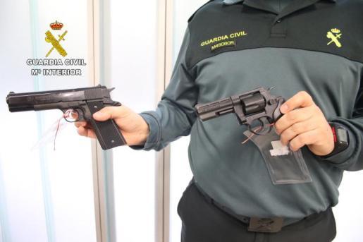 Los revólveres y pistolas detonadoras que no estén legalizadas antes del 24 de marzo deberán ser entregadas en las Intervenciones de Armas.