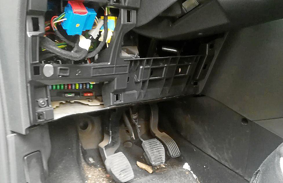 Destrozan el coche de la policía local que denunció homofobia en ...