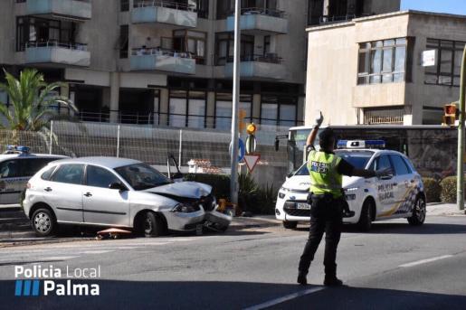 Imagen de la Policía Local de Palma actuando en un accidente de tráfico.