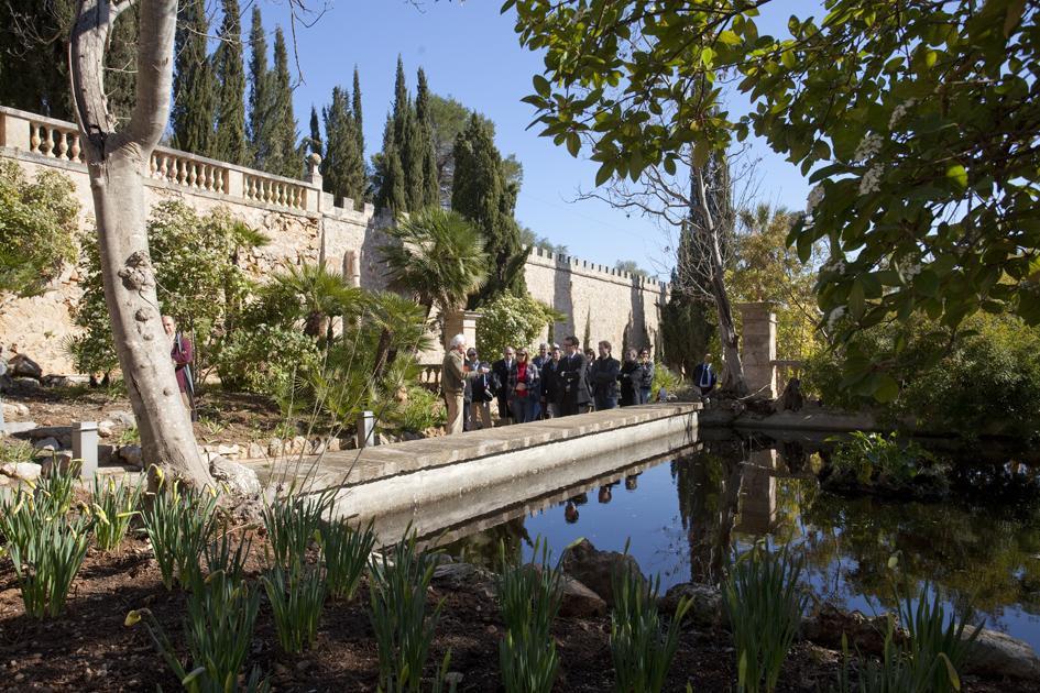 El consell alquilar los jardines y salas de raixa para for Jardines mallorca