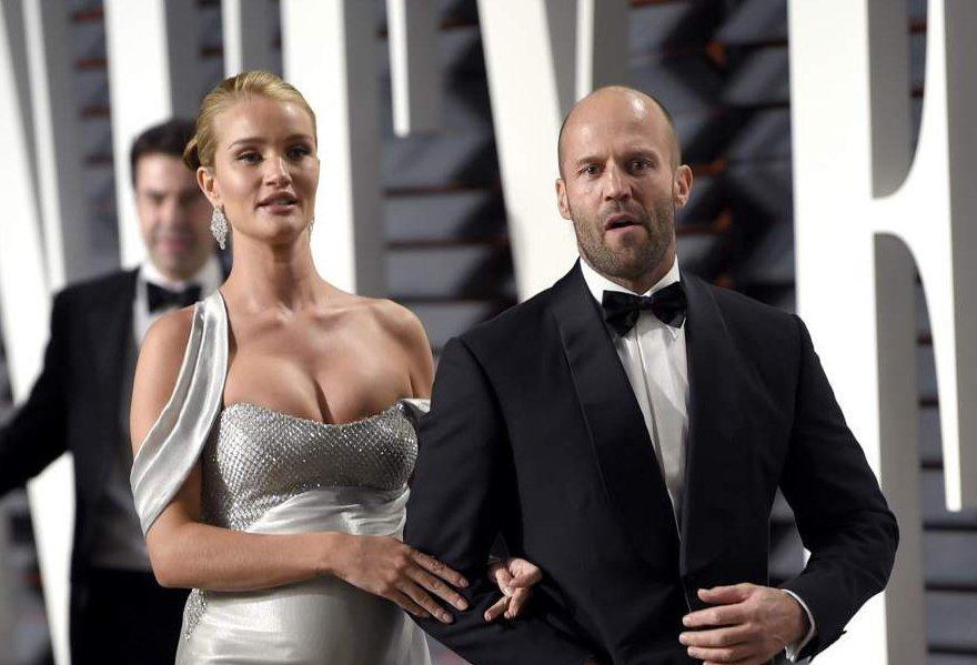 Jason Statham y Rosie Huntington-Whiteley, padres de un niño